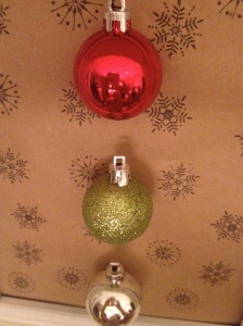 For more hosting and festive decor, visit Kry's blog at www.everythingyoudoisaballoon.ca