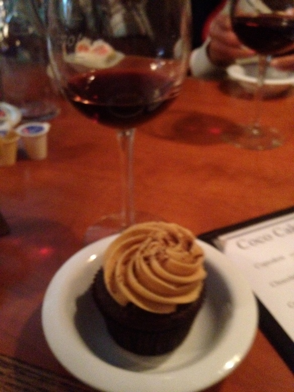 The restaurant was giving out cupcakes for Mother's Day. My indulgences for the weekend cake, and of course vino tinto.