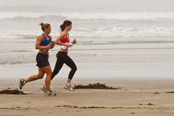 800px-Female_joggers_on_foggy_Morro_Strand_State_Beach